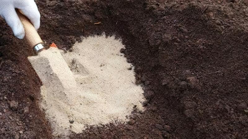 Внесення піску - кращий спосіб поліпшити структуру глинистого ґрунту