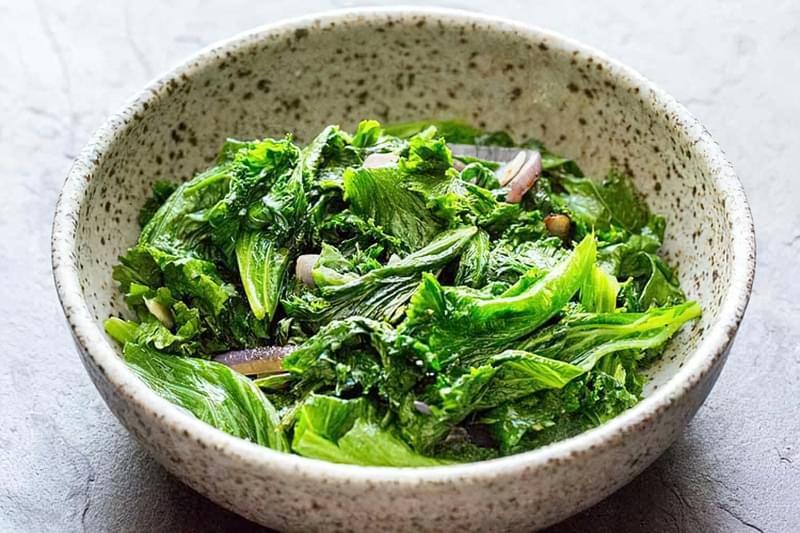 Листя гірчиці салатної у вигляді салату