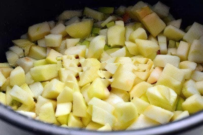 Варення з яблук можна приготувати в мультиварці