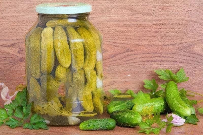 Огірки можна засолювати на горілці