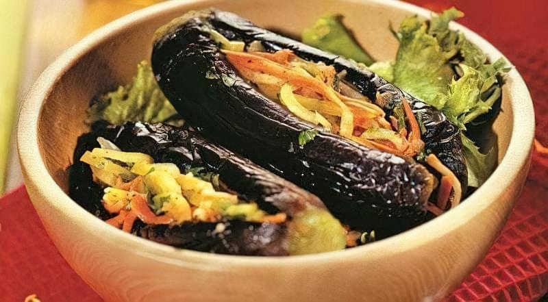 Баклажани з морквою і зеленню