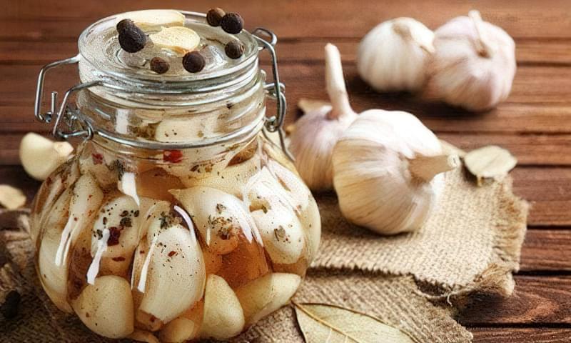 Швидкі й легкі рецепти маринованого часнику на зиму 1