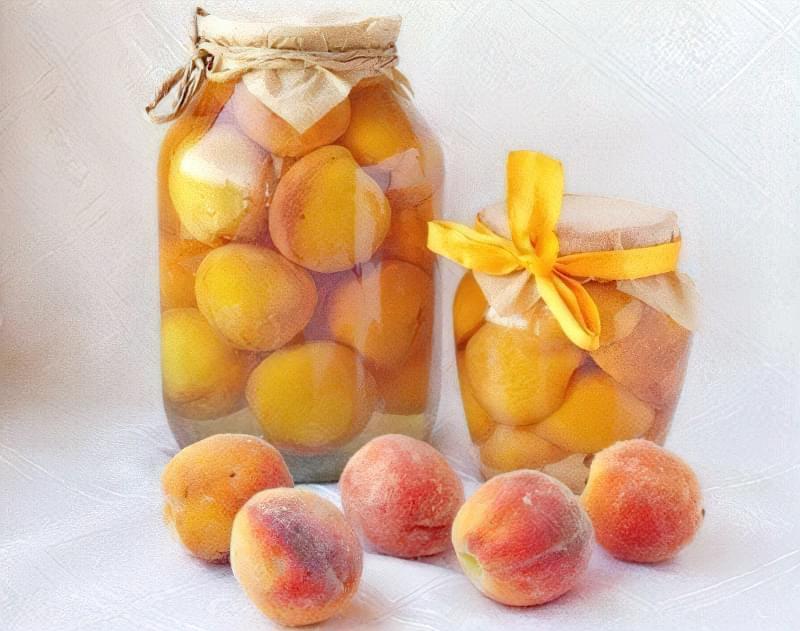 Консервовані персики в сиропі