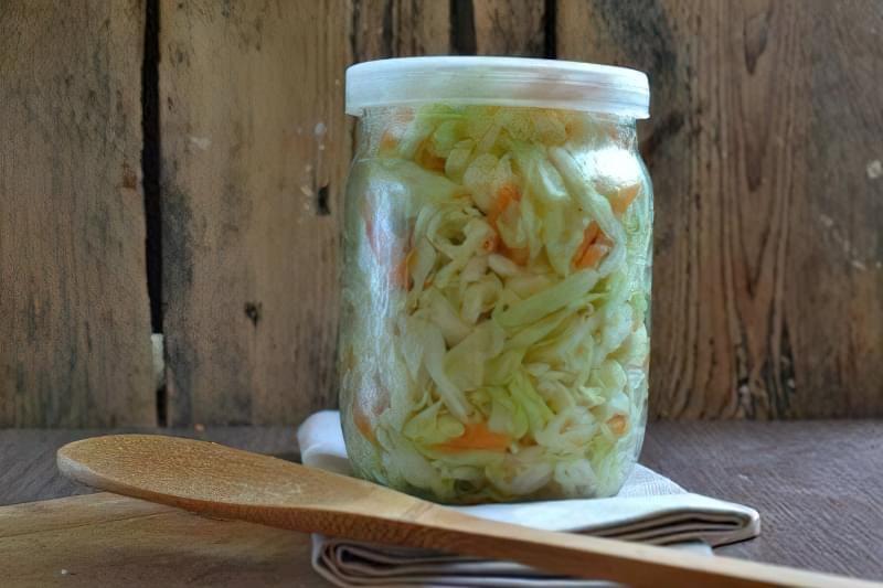 У мариновану пекінську капусту можна додати груші