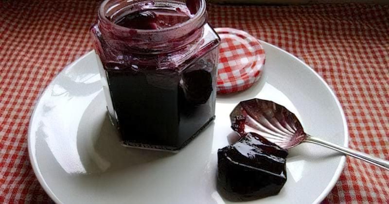 Желеподібний десерт зі смородини