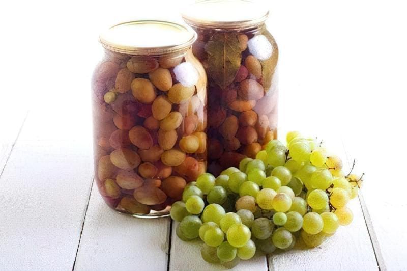 Мочені ягоди винограду