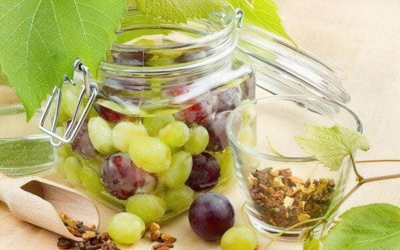 Легкі рецепти приготування маринованого винограду і його листя 1