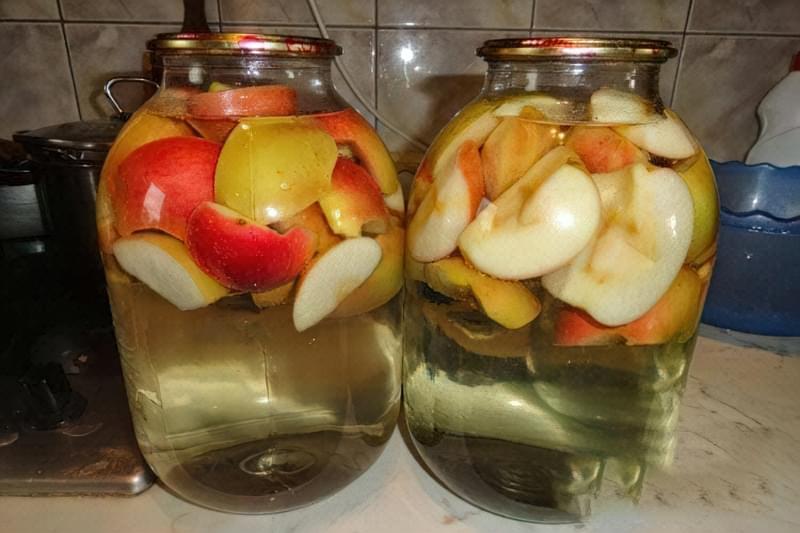 Як приготувати компот з яблук на зиму – простий рецепт смачного напою 1