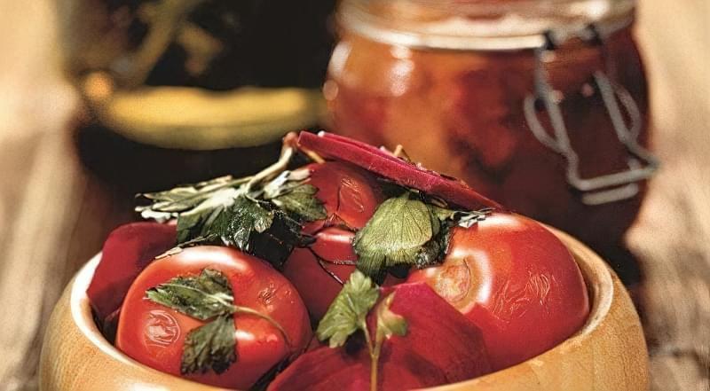 Квашений буряк з помідорами
