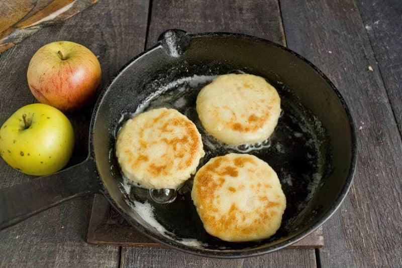 Дієтичні сирники з яблуками 4