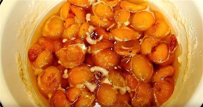 варимо абрикоси з цукром 3 рази