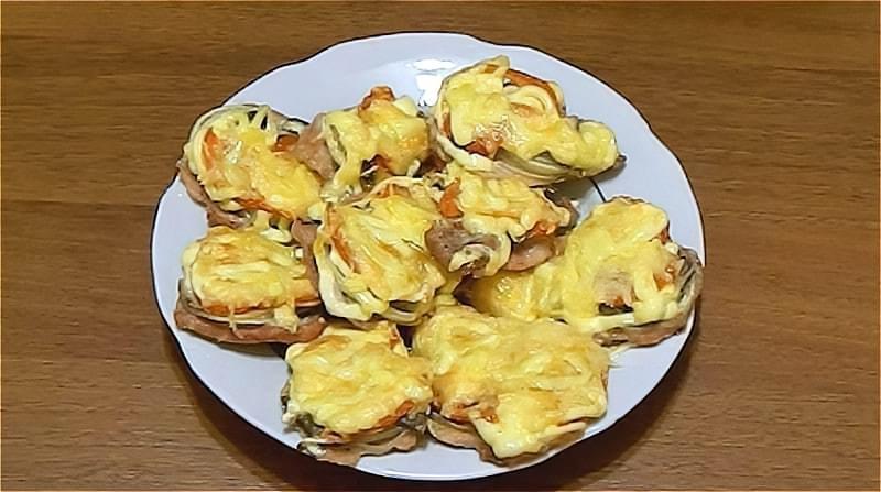 свинина по-французьки з грибами