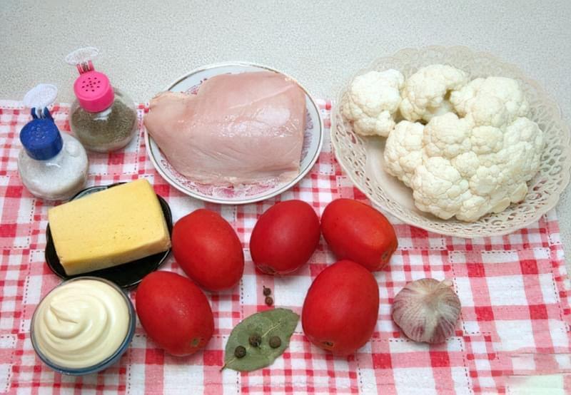 Фото Приготування рецепта: Салат з куркою, помідорами і цвітною капустою