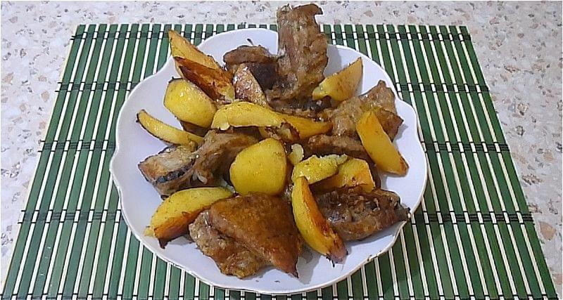 картопля з м'ясом в духовці
