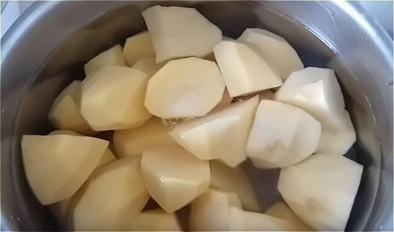 ставимо варитися картопля для пюре