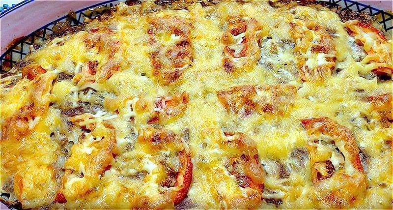 запіканка з картоплі і фаршу з помідором і сиром