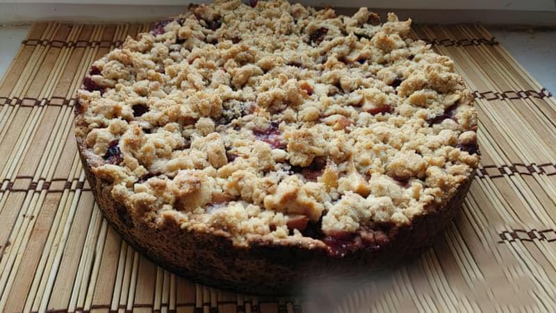 Пісочний пиріг зі сливами і яблуками 13