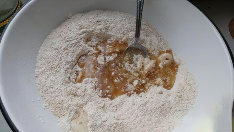 Пісочний пиріг зі сливами і яблуками 3