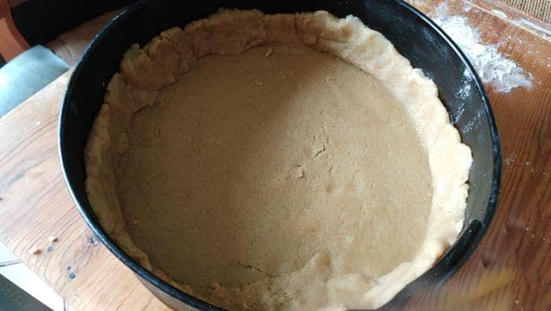 Пісочний пиріг зі сливами і яблуками 9