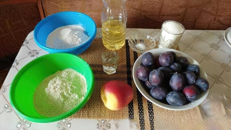 Пісочний пиріг зі сливами і яблуками 1