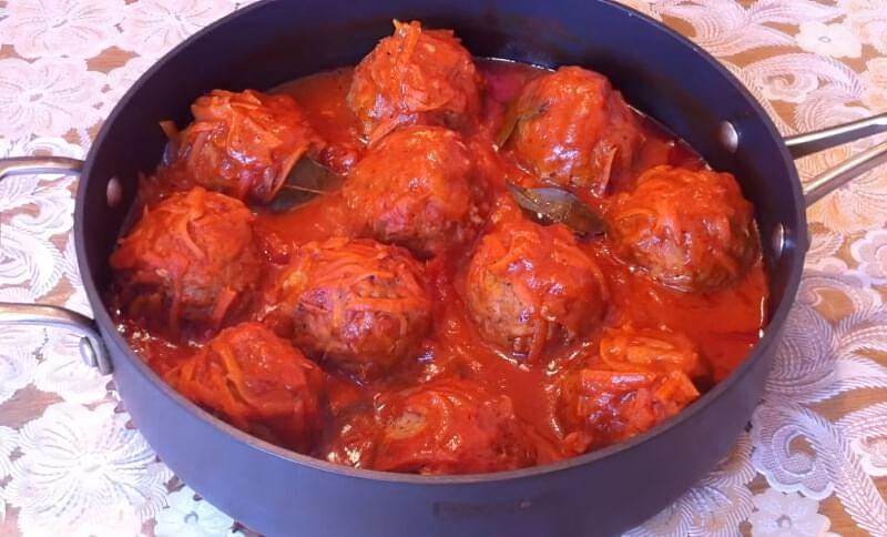 тефтелі з підливою в томатному соусі
