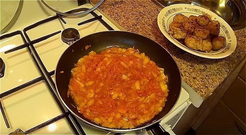 зажарка для соусу до тефтелі