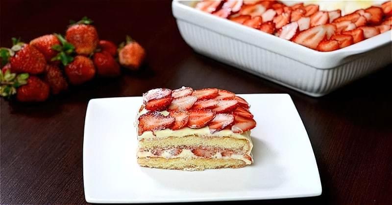торт тірамісу з полуницею