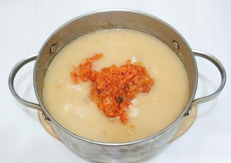 Густий гороховий суп зі свининою і копченою куркою 11