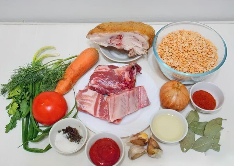 Густий гороховий суп зі свининою і копченою куркою 1