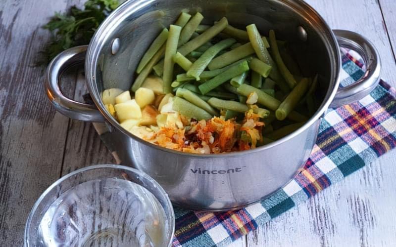 Картопля, тушкована зі стручковою квасолею і помідорами 12