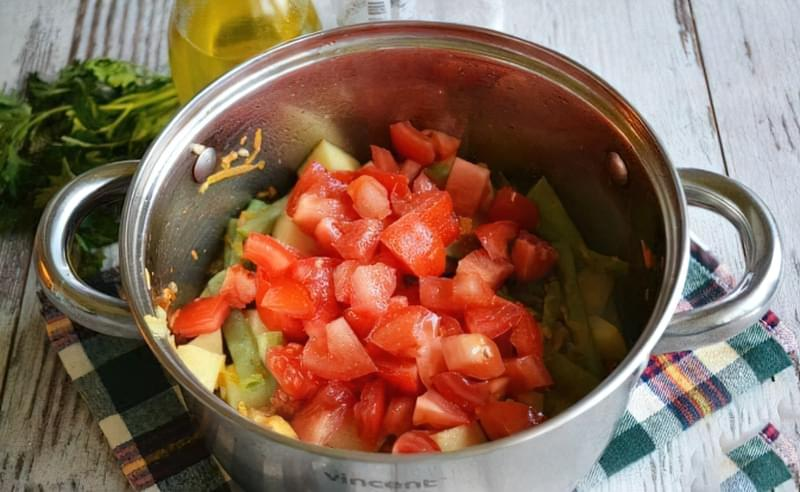 Картопля, тушкована зі стручковою квасолею і помідорами 13