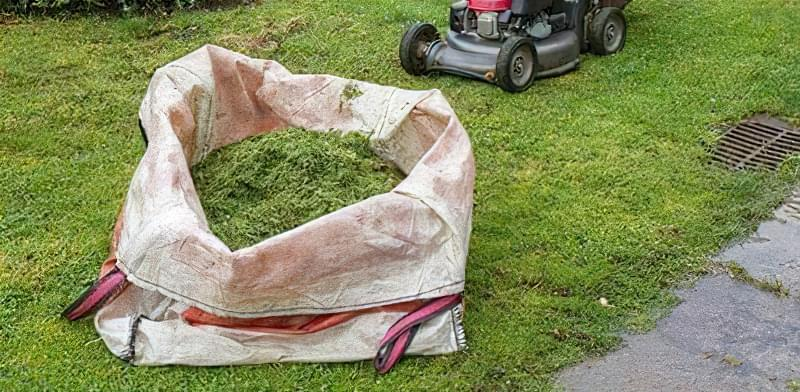 Компост з трави готуємо в мішку