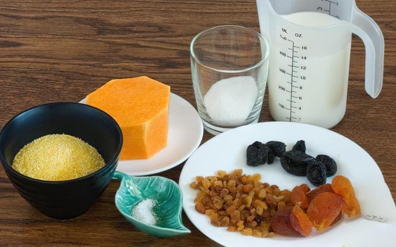 Кукурудзяна каша з гарбузом і сухофруктами 1