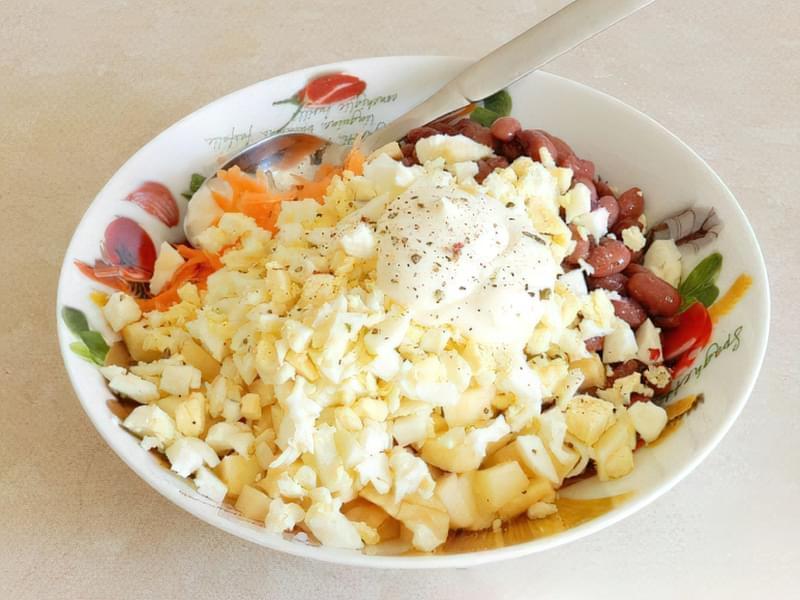 Салат з квасолі з яблуком, морквою і яйцями 5