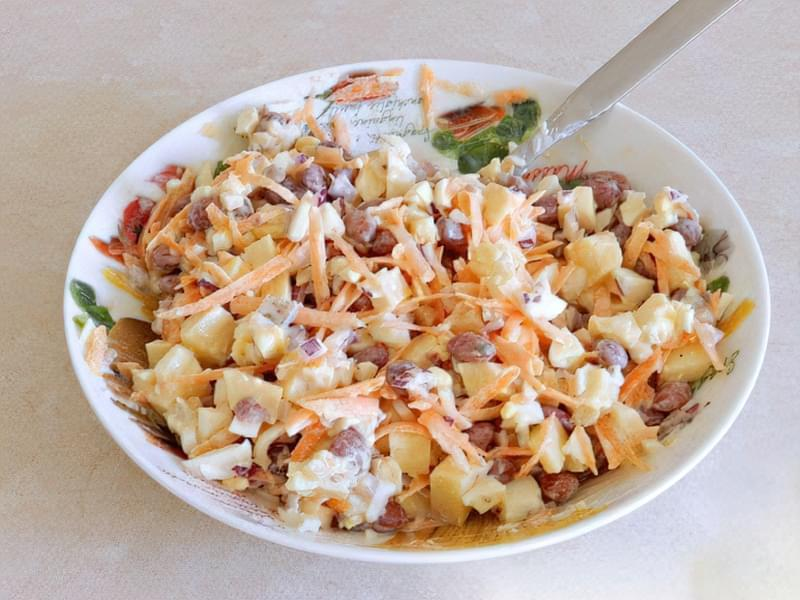 Салат з квасолі з яблуком, морквою і яйцями 6