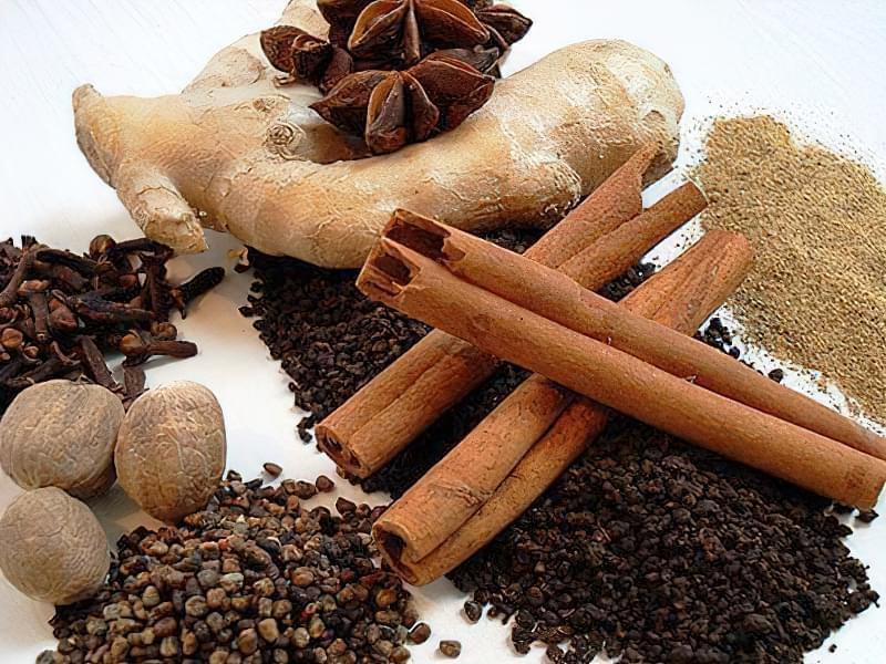 Імбир, кориця і гвоздика як основні інгредієнти десерту