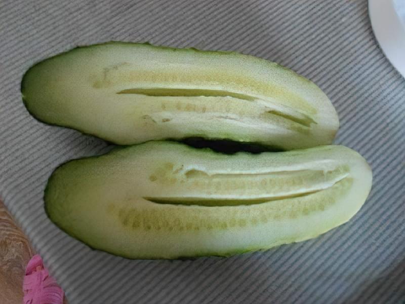 """Чому огірки порожні всередині: що робити, щоб плоди були """"повними"""" 2"""